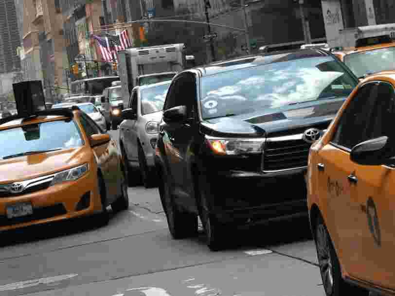 La ville de New York vient de voter le plafonnement du nombre de chauffeurs Uber et Lyft et appliquera un salaire minimum pour les chauffeurs