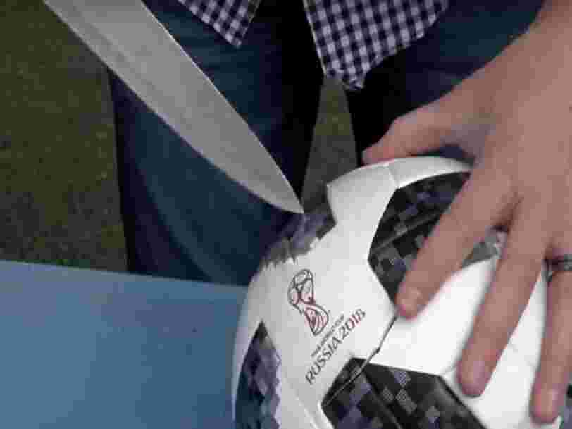 Une vidéo d'un ballon de foot coupé en 2 est l'un des clips de la Coupe du monde les plus vus sur YouTube