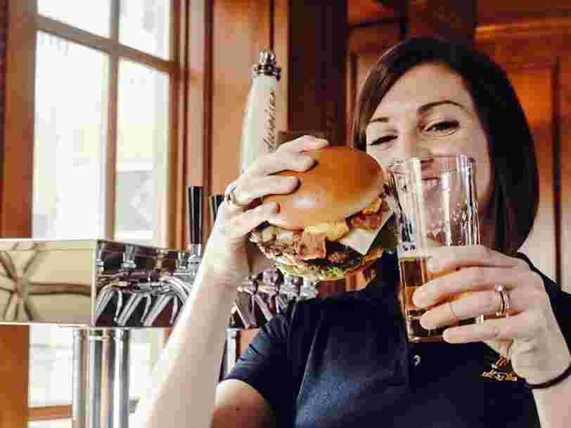 On vous présente Carl's Jr., la chaîne américaine de burgers vieille de plus de 70 ans qui arrive cette année en France
