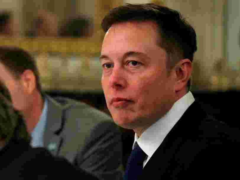 Elon Musk s'est rendu à une fête de plage avec Leonardo DiCaprio et Orlando Bloom en costume