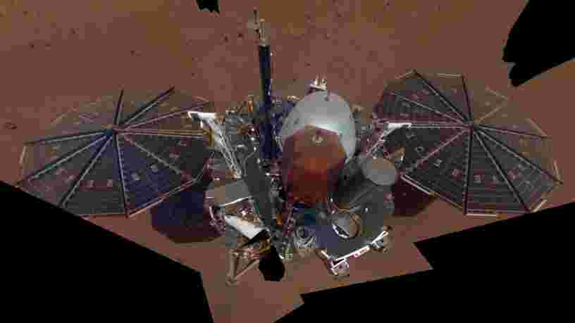 L'atterrisseur InSight de la NASA a pris son premier selfie sur Mars —  regardez ce cliché
