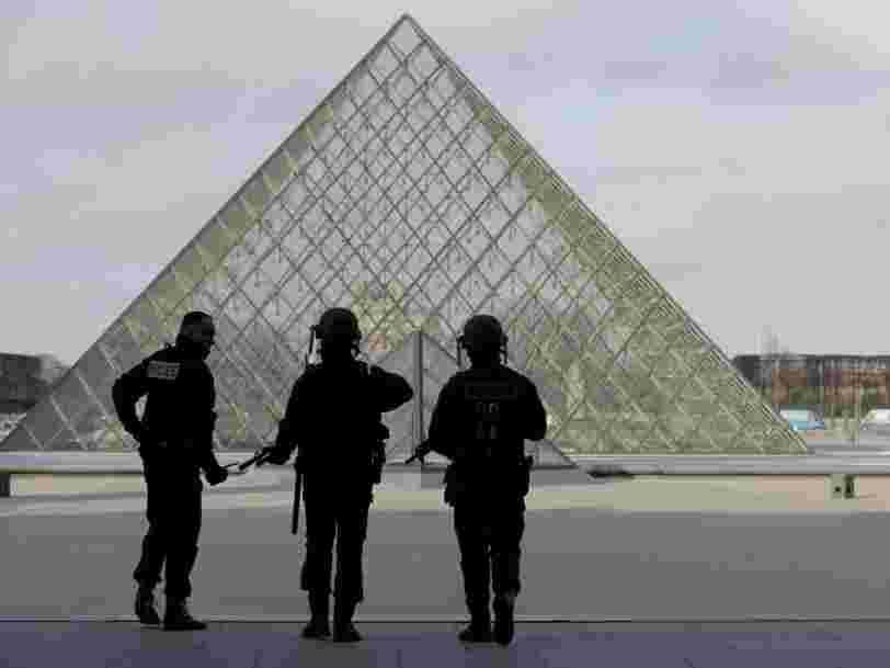 Des militaires ont été attaqués à l'arme blanche au Louvre à Paris — l'assaillant 'neutralisé'