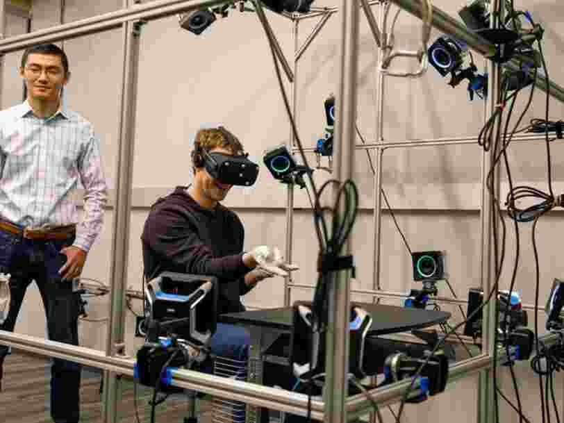 Facebook brade le prix de son casque de réalité virtuelle qui devait devenir 'le quotidien pour des milliards de personnes'