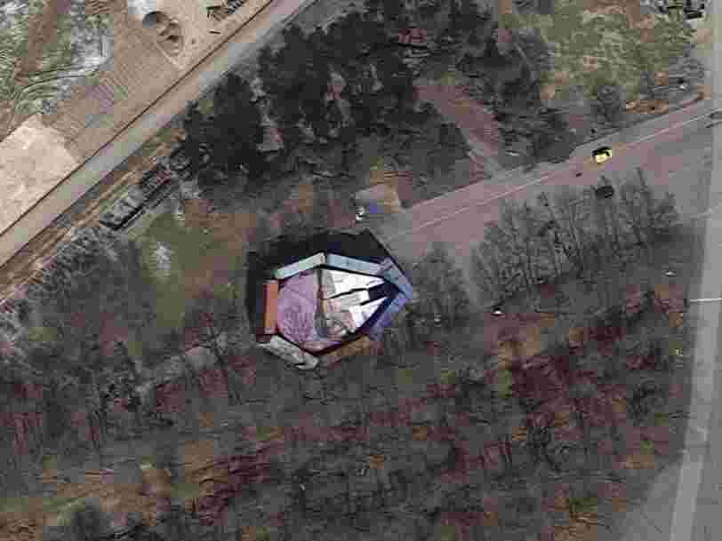 Disney a essayé de dissimuler le Millennium Falcon de 'Star Wars' avec des containers — mais on l'aperçoit sur Google Maps