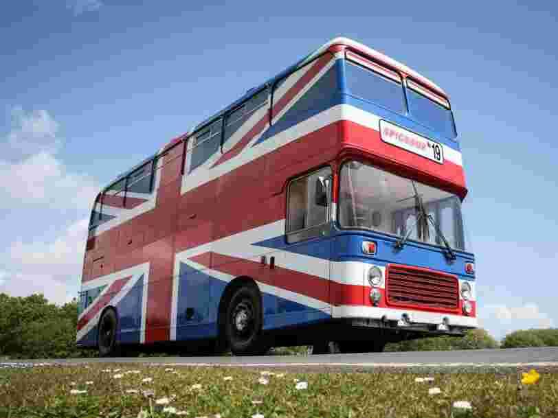 Vous pouvez louer le véritable bus des Spice Girls sur Airbnb