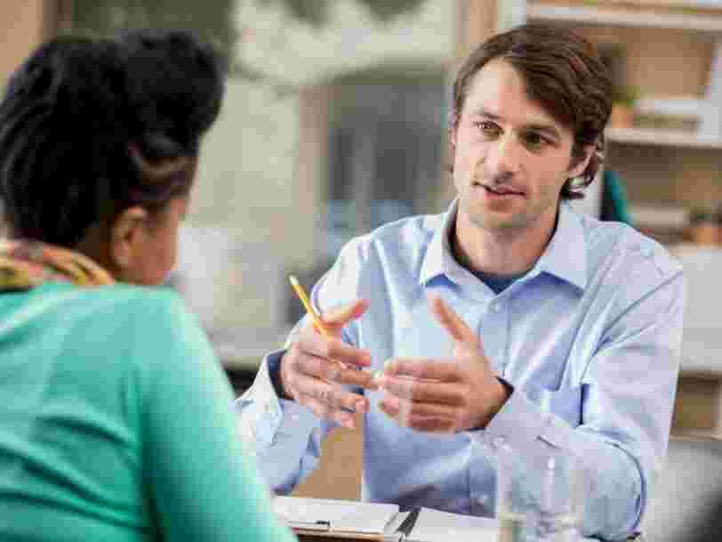 Un professeur de psychologie donne une question simple qu'un candidat peut poser en entretien pour inverser les rôles