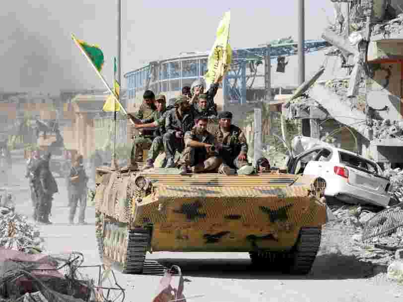 Des images par drone nous montrent le chaos à Raqqa après le départ de l'Etat islamique