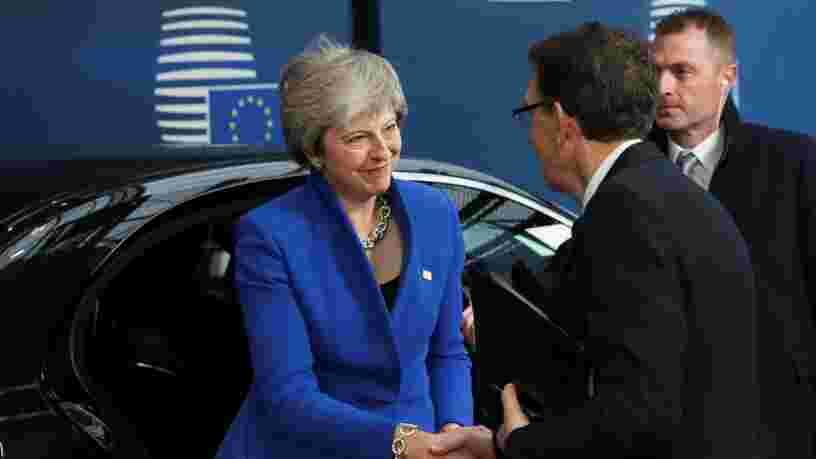 Brexit: les dirigeants européens approuvent le traité de 600 pages qui entérine le divorce avec Londres