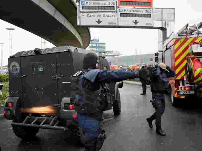 Un homme a été abattu à l'aéroport de Paris-Orly après avoir tenté de désarmer un militaire — voici ce que l'on sait