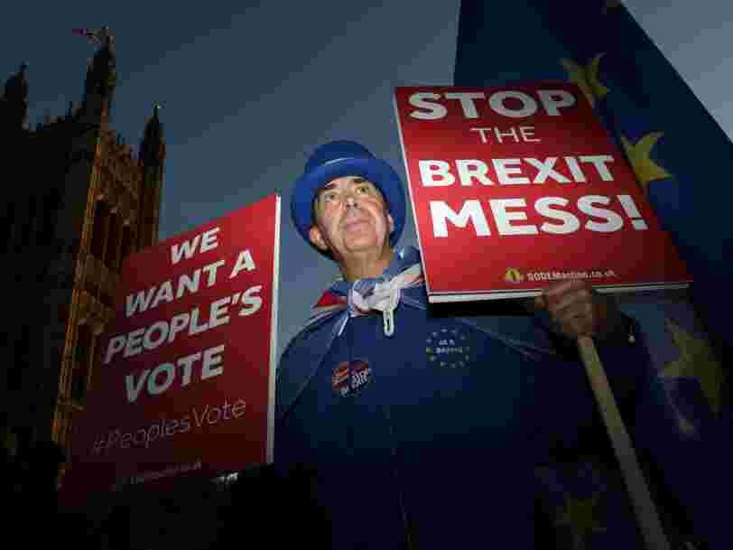 Theresa May a obtenu le feu vert de son gouvernement pour le projet d'accord sur le Brexit — mais elle n'est pas au bout de ses peines