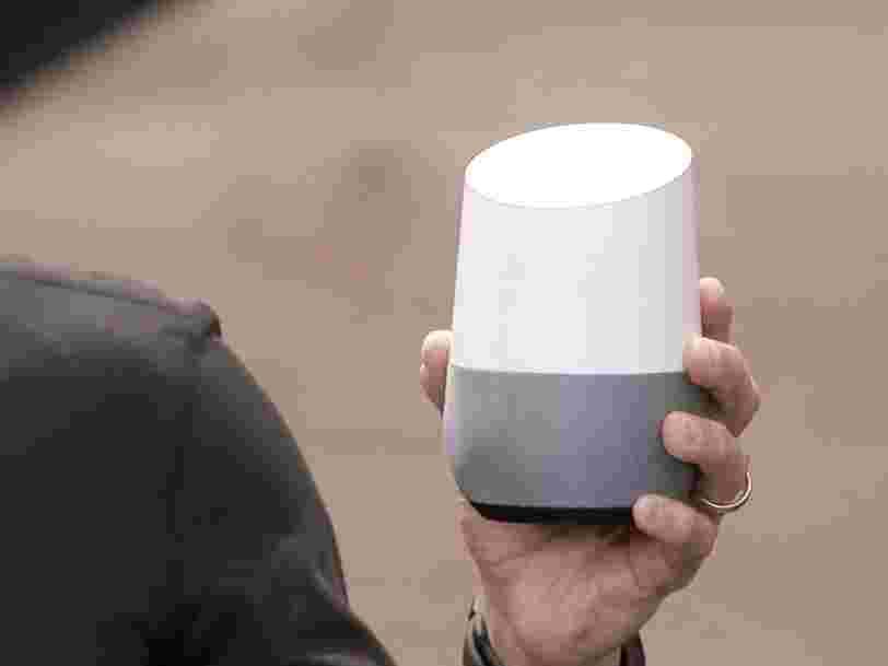 Google concocterait un mini Google Home pour rivaliser avec l'enceinte connectée Echo Dot d'Amazon
