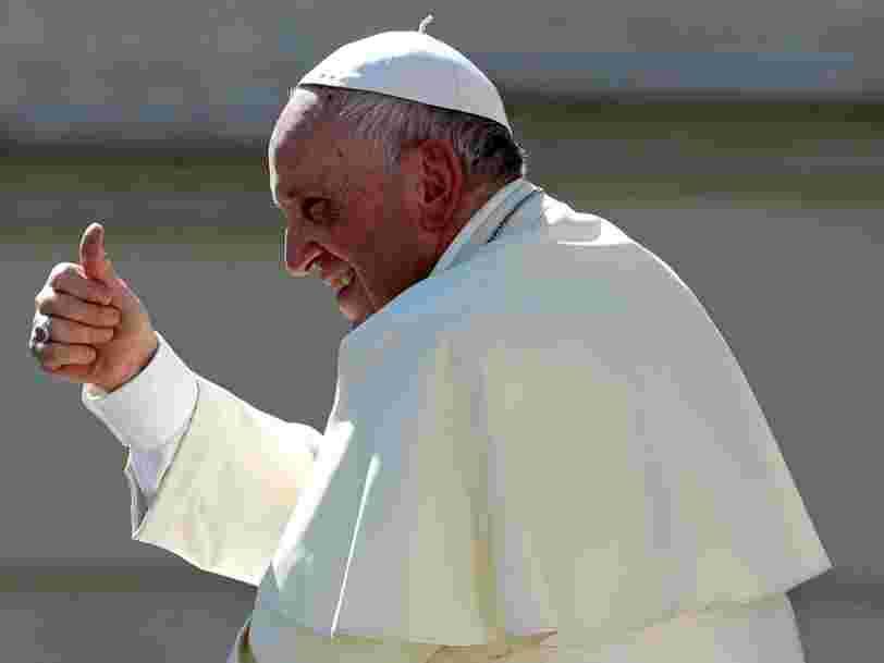 Le pape enjoint Facebook et Microsoft à investir beaucoup d'argent pour protéger les mineurs