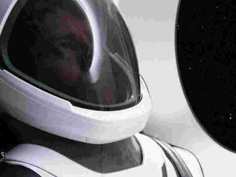 Elon Musk montre pour la première fois la combinaison d'astronaute de SpaceX tout droit sortie d'un film de science-fiction