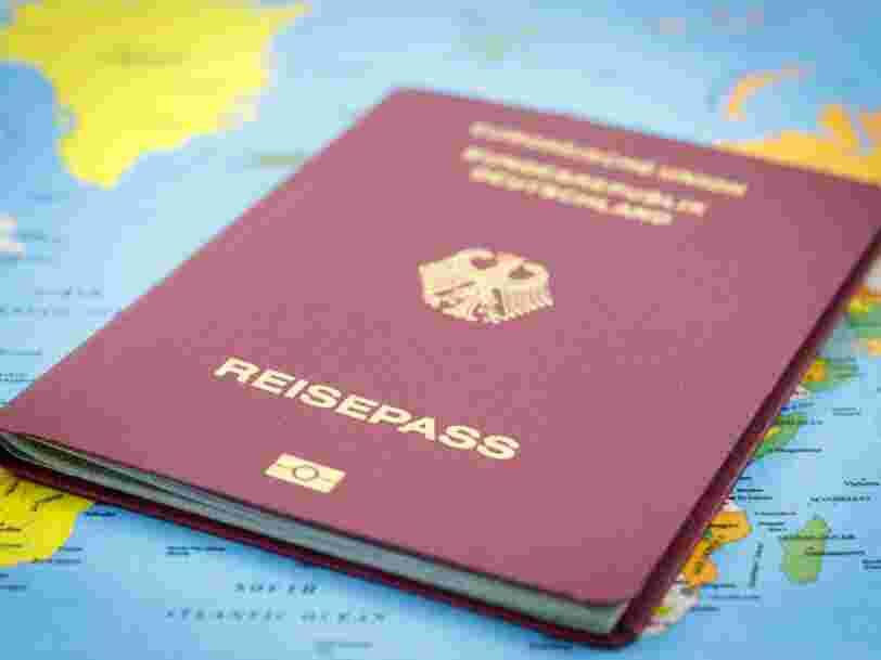 Singapour n'est plus le pays qui détient le passeport le plus puissant au monde — un pays européen occupe désormais la première marche du podium