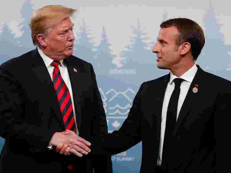Le pouce d'Emmanuel Macron a laissé une empreinte sur la main de Trump alors qu'ils poursuivaient leur tradition de poignées de main intenses