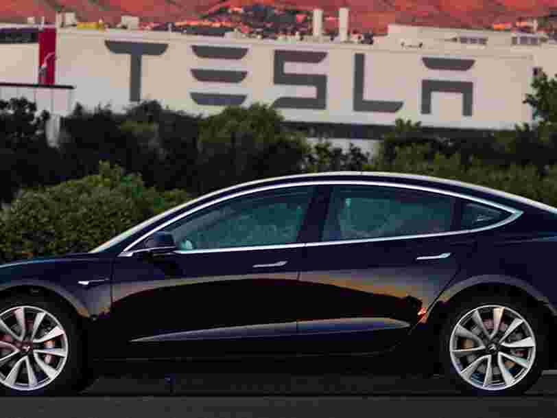 Elon Musk a dévoilé les photos de la première Tesla Model 3 de série