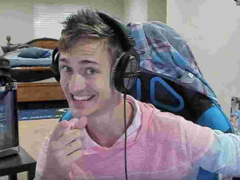 Ce jeune homme de 27 ans gagne 500.000 $ par mois en jouant à 'Fortnite' dans sa chambre — voici comment il fait