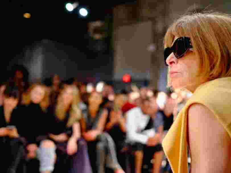De son petit job à Londres à Condé Nast... la fabuleuse carrière d'Anna Wintour, dont la fortune dépasse 30 millions d'euros