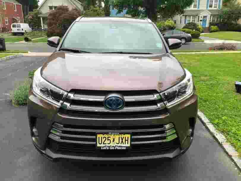 On a conduit la Toyota Highlander et la Honda Pilot pour savoir quel est le meilleur SUV familial. Voici notre verdict.