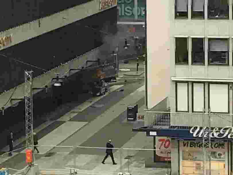 Un camion a foncé sur des passants à Stockholm — il y a 4 morts et de nombreux blessés
