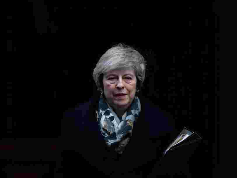 Theresa May reporte le vote sur le projet d'accord de Brexit à mi-janvier et s'expose à une nouvelle motion de défiance
