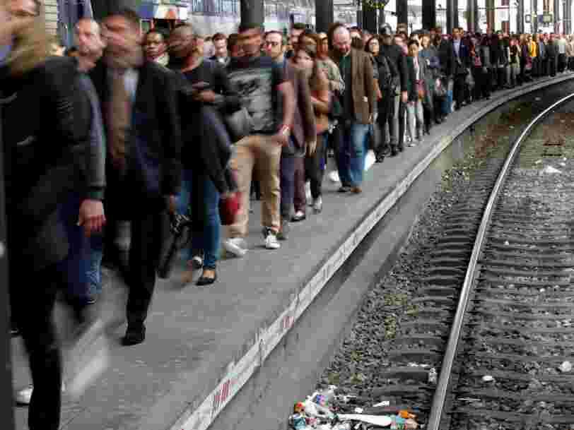 Le président de la SNCF essaie de gagner la bataille de l'opinion en disant que vous pourrez partir en vacances à moindre prix
