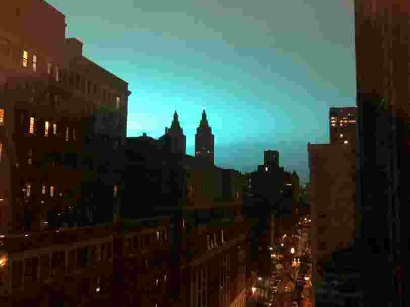 L'explosion d'un transformateur électrique à New York a rempli le ciel de lumières bleues et les images sont impressionnantes