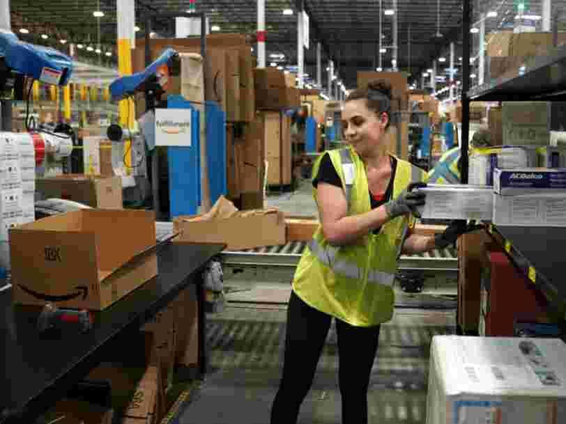 Amazon paie des gens pour qu'ils tweetent des choses positives sur les conditions de travail dans ses entrepôts après d'horribles histoires d'employés qui 'faisaient pipi dans des bouteilles'
