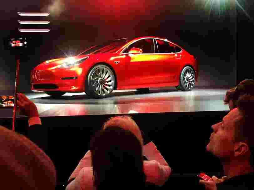 Tesla est aussi confus dans sa com' qu'Elon Musk sur Twitter. Le constructeur est revenu sur ses décisions datant de tout juste deux semaines.
