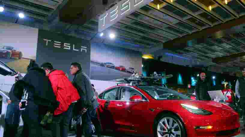 Tesla commercialise la Model 3 à 35 000$... et les 6 autres choses à savoir dans la tech ce matin