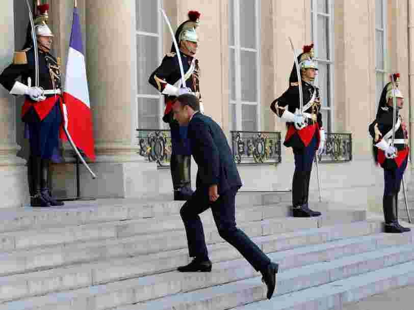 L'Elysée vend en ligne des mugs à l'effigie de Macron et des t-shirts 'poudre de perlimpinpin' pour financer la restauration du palais