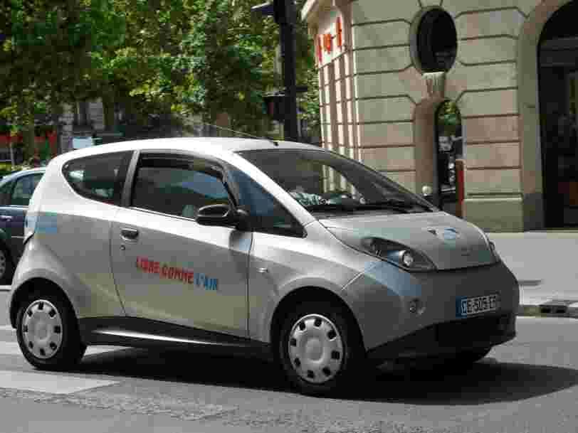 Bolloré rebondit après l'échec d'Autolib à Paris — il vient de signer un accord qui sera la vraie épreuve du feu pour sa voiture électrique