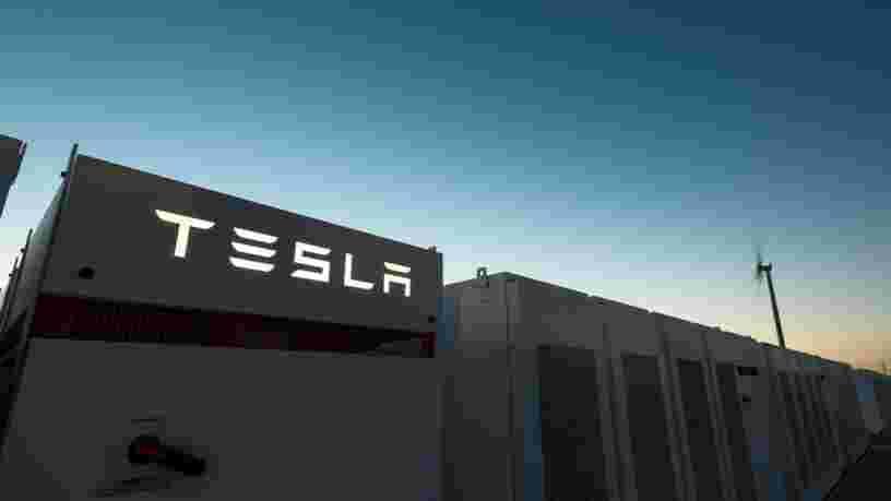 Elon Musk a fini de construire la plus grosse batterie du monde en 100 jours — c'était la condition pour qu'il soit payé