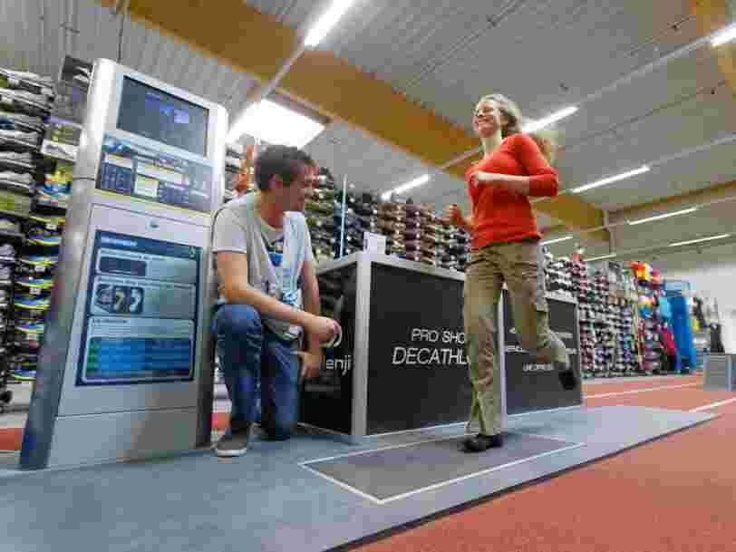 Un an après son arrivée en Suisse, Decathlon accélère — et s'offre le numéro 3 du marché