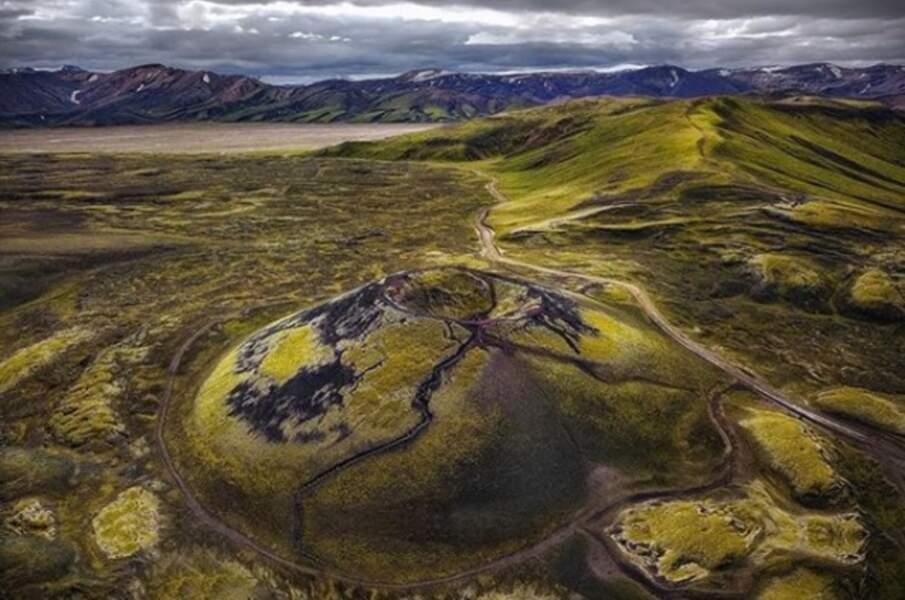 Un cratère de volcan dans le massif de Landmannalaugar