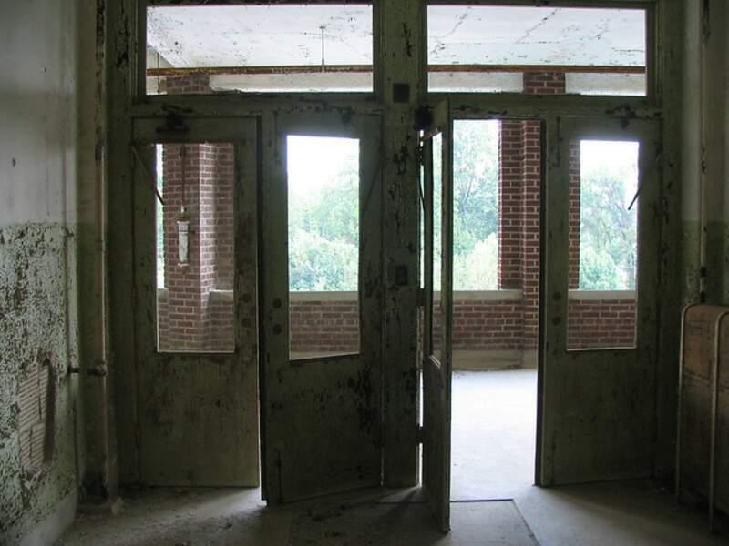 Portes battantes du Sanatorium de Waverly Hills
