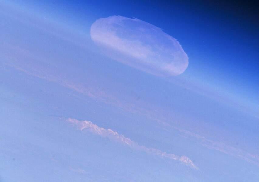 8. La pleine Lune déformée