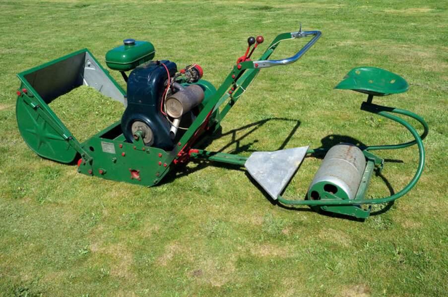 Les premières tondeuses motorisées apparaissent dès la fin du 19 ème siècle