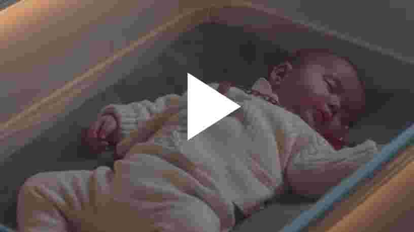 VIDEO: Ce berceau connecté pour bébé inventé par Ford simule un trajet en voiture pour endormir votre enfant