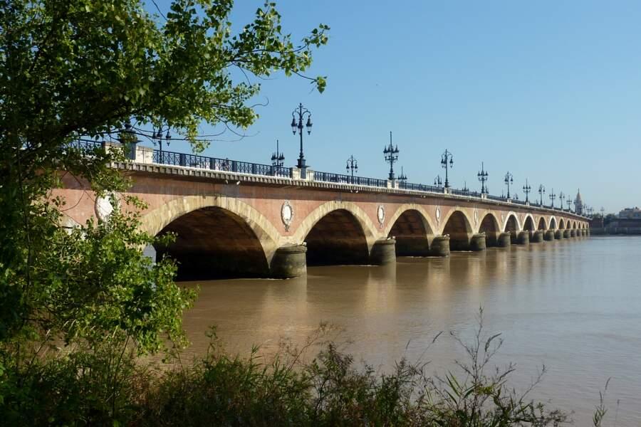 Le pont de pierre, hommage à Napoléon Bonaparte