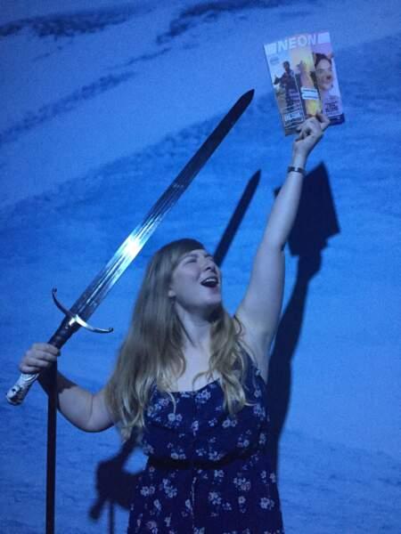 Heureusement que Maeve était là, munie de l'épée de Jon Snow.