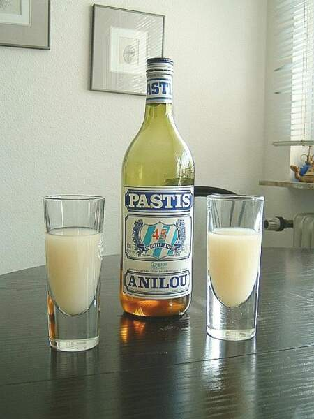 On peut y visiter Cristal Limiñana, la fabrique de pastis traditionnel