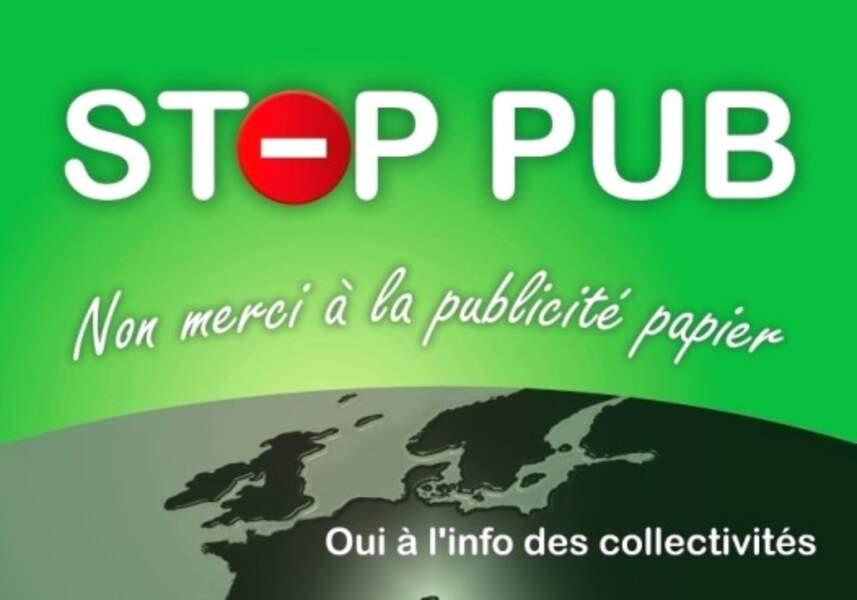 Coller un autocollant Stop pub sur sa boîte aux lettres