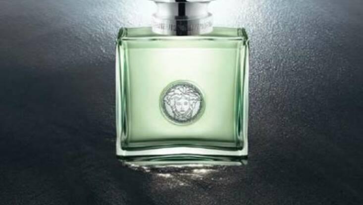 Femme La Nouveau Vm0wnn8 Parfum De Testeuses Versensele Les Versace LSzGqUMVp