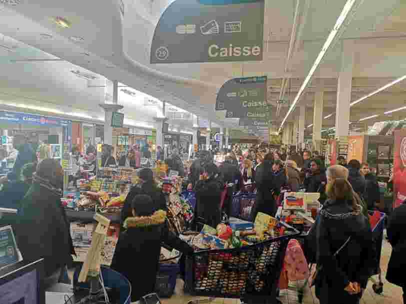 Après la folie du week-end, la ruée dans les supermarchés continue en France