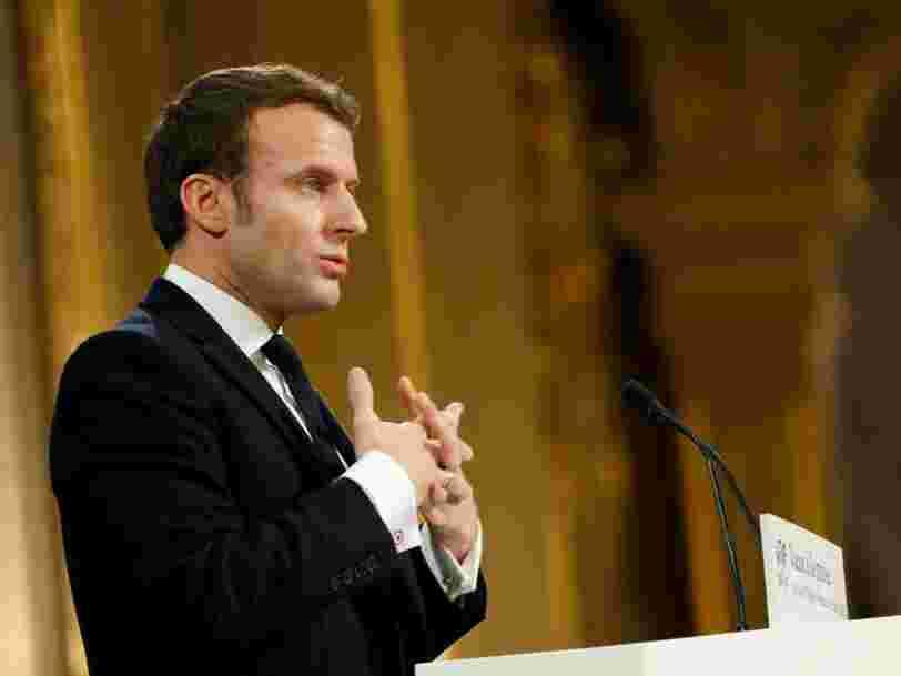 Emmanuel Macron annonce une limitation des déplacements 'au strict nécessaire'