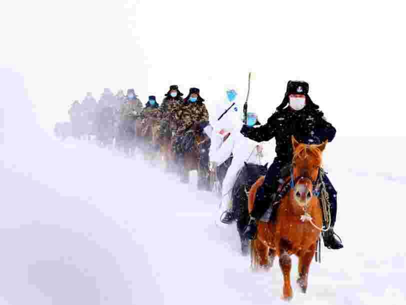 Des fonctionnaires chinois se sont rendus à cheval dans les régions reculées du pays pour alerter sur le coronavirus