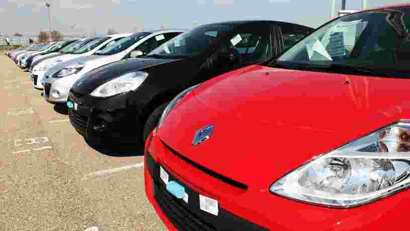 Le marché automobile français s'effondre en mars et pourrait chuter de 20% sur l'année
