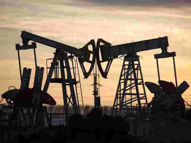 Le CAC 40 plonge de nouveau, plombé par la chute du pétrole et la perspective d'une récession historique