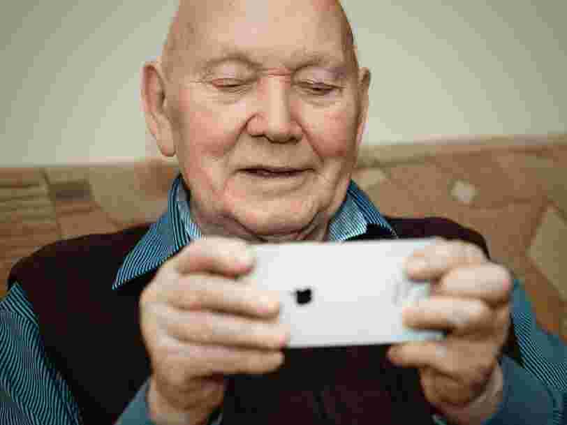 SOS Viktor vous explique gratuitement par téléphone comment utiliser Zoom, WhatsApp ou Skype